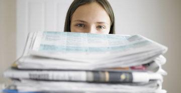 Девушка и газеты