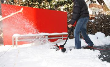 Уборка снега электролопатой