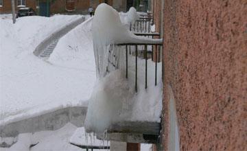 Должны ли коммунальщики чистить балкон